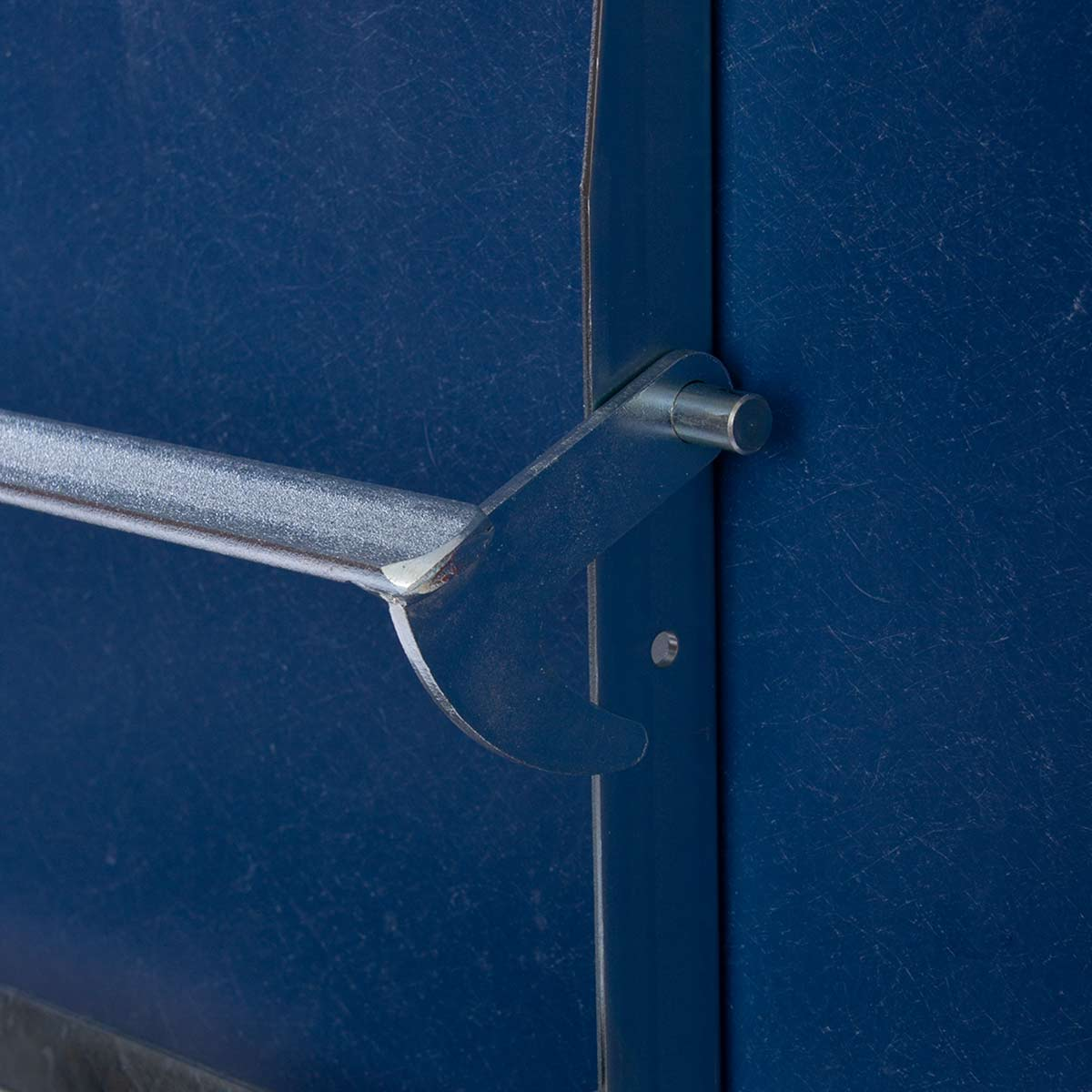 GFK Tisch saphirblau, matt, Untergestell galv. verzink 4-Stern Basic, 80 x 80 x 3.5 cm, H 73 cm